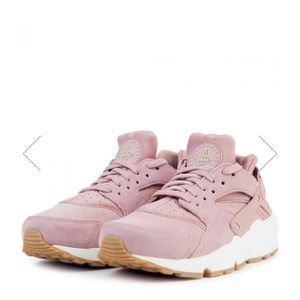 Nike Shoes - Pink Suede Huaraches edefee768fb1